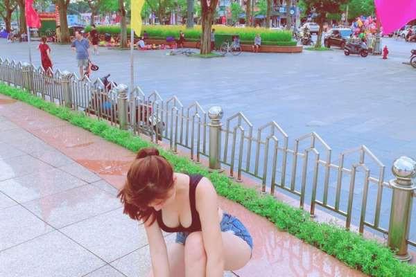 Chỉ một khoảnh khắc của nàng hot girl nhưng lại khiến rất nhiều người không thể rời mắt.