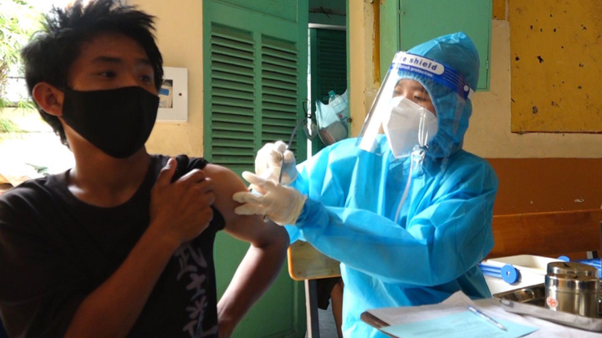 Tp HCM Người lang thang được tiêm vaccine Covid-19